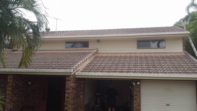 roof in sunshine coast before clean and painting